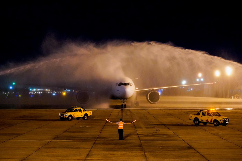Het AstraZeneca vaccin arriveert bij het Tom Jobim International vliegveld.  Beeld Getty Images