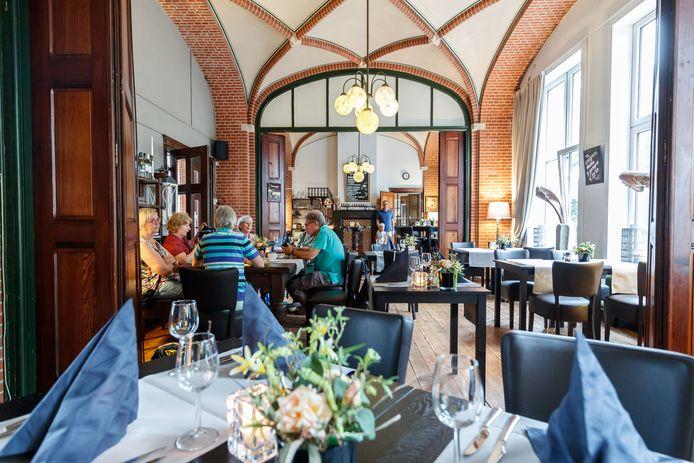 Brasserie Bovendonk onder karakteristieke gewelfboogjes.