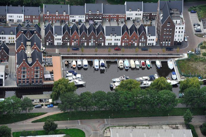 Woningen aan de haven van Oudenbosch.