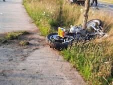 Motorrijder ernstig gewond na frontale botsing met boom in Dalfsen