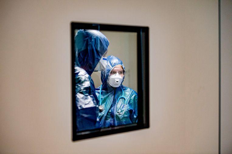 Op de intensive care van het Amphia Ziekenhuis in Breda worden coronapatienten behandeld.  Beeld Hollandse Hoogte / Robin Utrecht