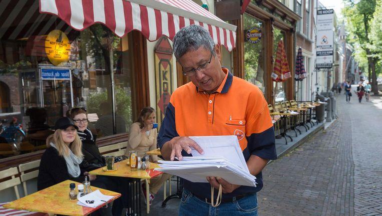 PostNL zoekt zijn Amsterdamse postbodes nu zelfs in Rotterdam Beeld anp