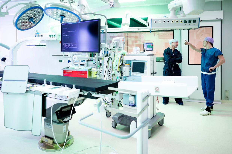 Een operatiekamer in het nieuwe Erasmus MC in Rotterdam. Beeld Freek van den Bergh