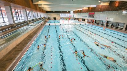 Leerlingen De Kleine Kunstgalerij blijven toch zwemmen in zwembad Weide