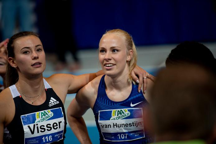 Marije van Hunenstijn (rechts) en Nadien Visser.