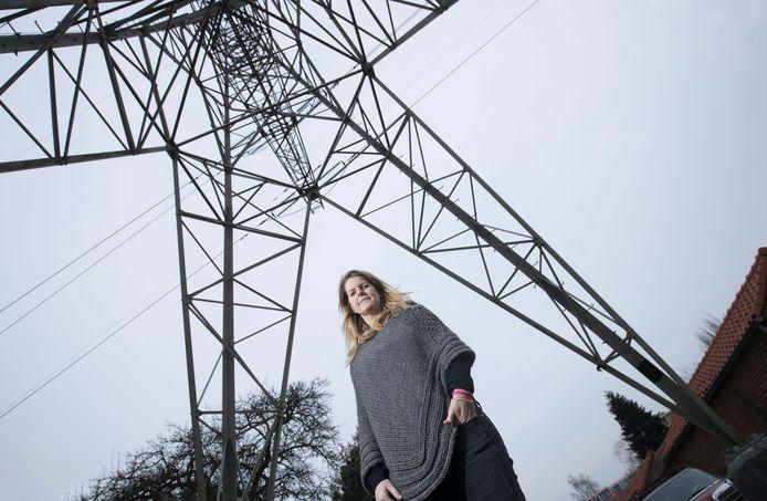 Maud Veraar hoopt dat er schot komt in het verwijderen van de bovengrondse stroomkabels.
