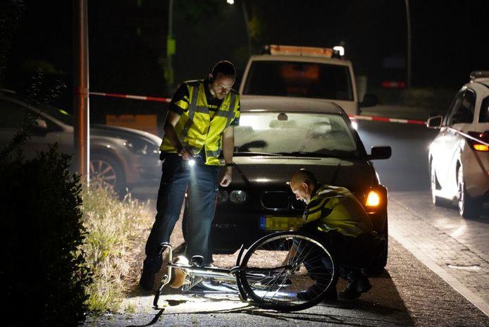 Een fietser werd door een auto over het hoofd gezien en werd aangereden op de Oude Rijksweg in Staphorst.
