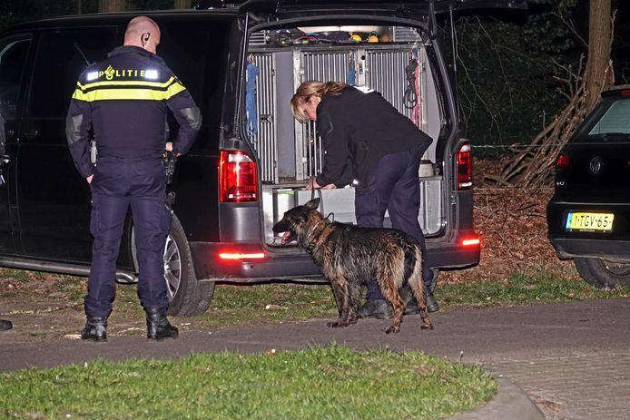 De politie doet sporenonderzoek in het Schaffelaarsebos