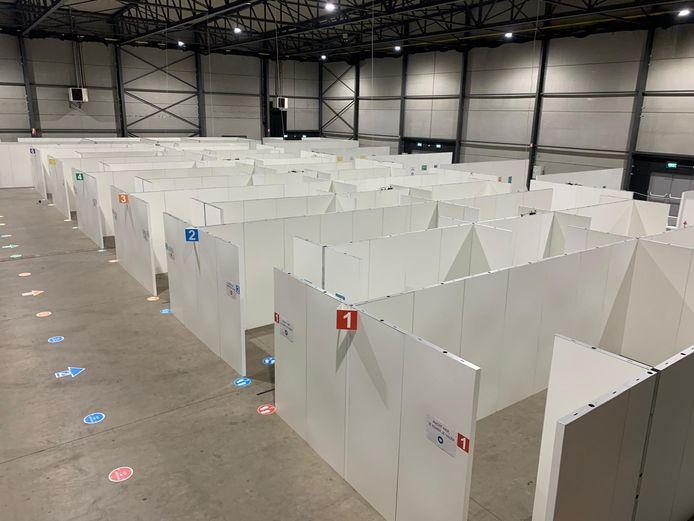 Het vaccinatiecentrum in Waregem Expo, bij de start.