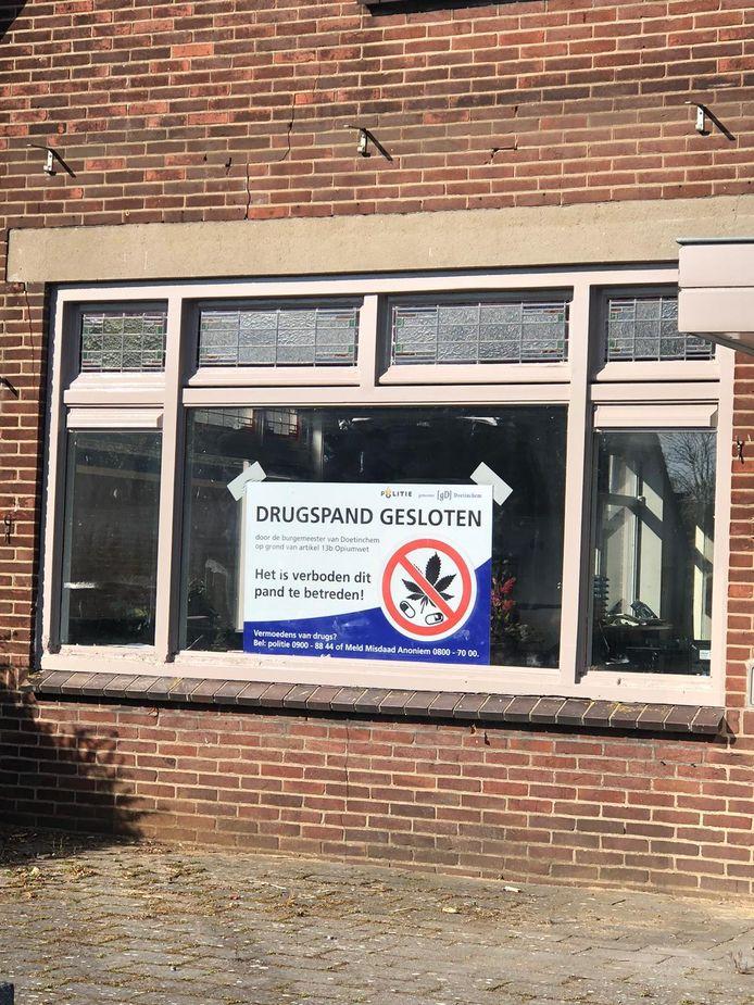 Het voormalige zalencentrum de Veldhoen in Langerak is gesloten op last van de politie en de burgemeester.