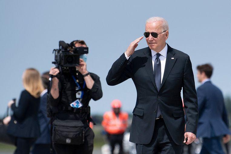De Amerikaanse president op de luchthaven van Brussel. Beeld AFP