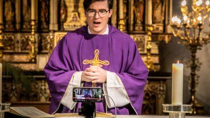 Neemt en streamt hiervan, gij allen: priester Wim houdt misviering op Facebook