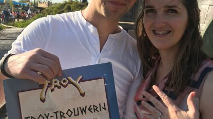Huwelijksaanzoek in achtbaan (maar de verlovingsring valt wel naar beneden)