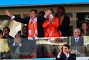 Koning Willem-Alexander en koningin Maxima op de tribune bij de wedstrijd van Australië tegen Nederland op het WK voetbal in Brazilië in 2014.