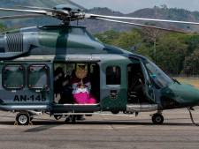 Un archevêque du Panama donne sa bénédiction à bord d'un hélicoptère