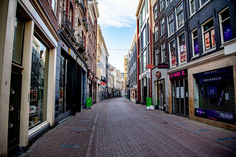 Een rustige Kalverstraat tijdens de eerste lockdown. Beeld ROBIN UTRECHT