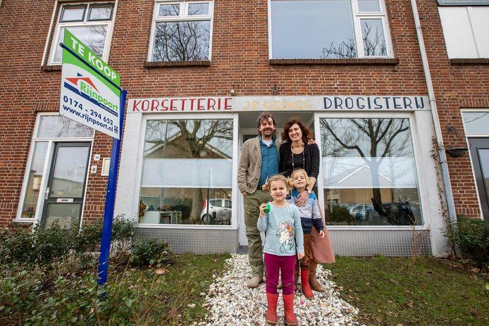 Familie De Roode verkoopt hun eengezinswoning in Poeldijk.