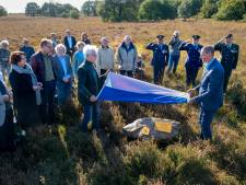 Militair monument voor omgekomen vliegers onthuld op Ermelose heide: 'Mijn moeder is nooit meer over de dood van Wobbe heen gekomen'