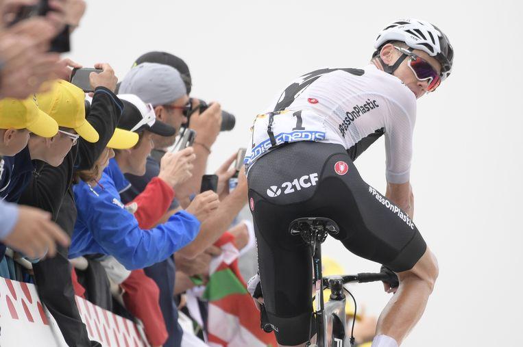 Chris Froome verliest tijd op de slopende Col du Portet. Beeld BELGA