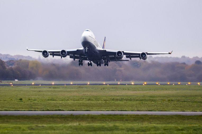 Vertrek van een van de toestellen van Lufthansa vorige maand op Twente Airport.  Beeld EPA