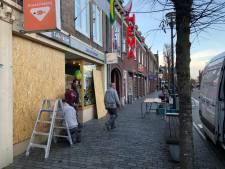 Ondernemers in Schijndel beschermen winkels uit angst voor rellen, supermarkten sluiten eerder