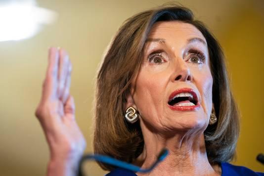 Nancy Pelosi, voorzitter van het Huis van Afgevaardigden en leider van de Democratische oppositie, kondigt aan dat het parlement een afzettingsprocedure begint tegen Donald Trump.