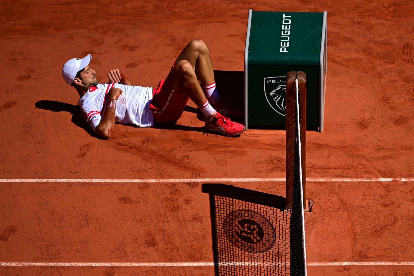 Ook een glijpartij kon Novak Djokovic niet uit zijn concentratie brengen.