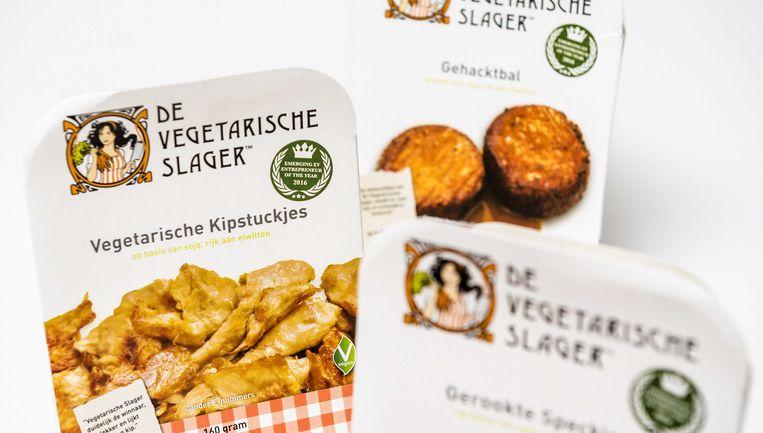 Vegetarische Kipstuckjes, Gehacktbal en Gerookte Speckjes. Van De Vegetarische Slager, dochtermerk van Unilever, wordt de komende jaren veel groei verwacht. Beeld ANP