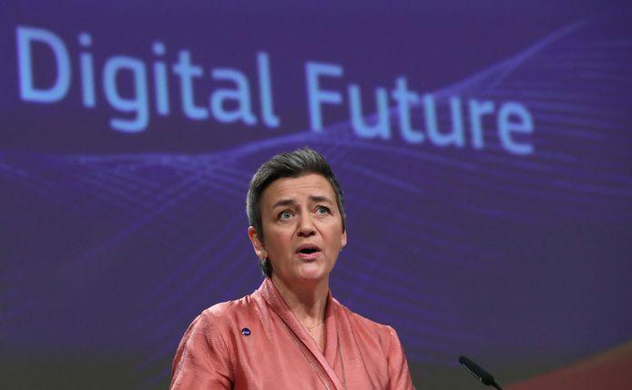 Margrethe Vestager bij de presentatie van haar strategische plannen voor data en kunstmatige intelligentie (AI) in Brussel.