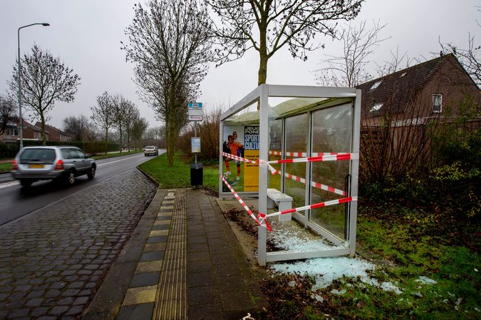 Vernielingen door vuurwerk met de jaarwisseling van 2019/2020 aan de Zuiderdreef in Wijchen.