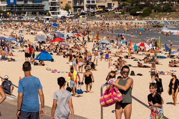 """Drukte op Bondi Beach in het Australische Sydney, waar Huissenaar Rob Roelofs sinds 2007 woont: ,,We hebben wel wat meer restricties, maar leiden verder een redelijk normaal leven."""""""