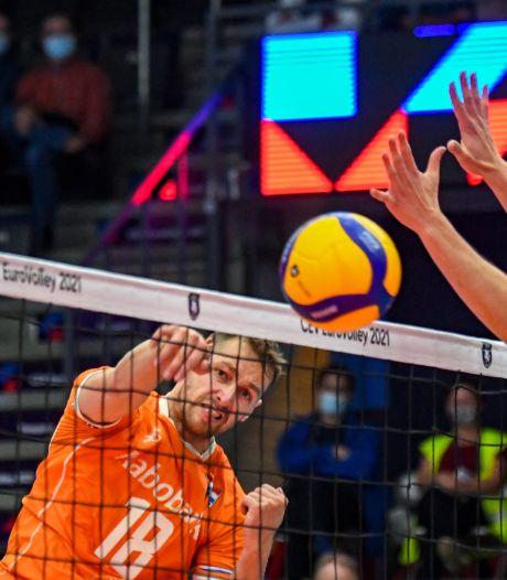 Volleyballers beginnen EK met zege op Spanje