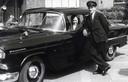 Met zijn echtgenote Jos in de Chevrolet.