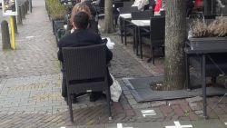 Cafés in Baarle-Nassau, op één meter van de Belgische grens, zijn wel gewoon open