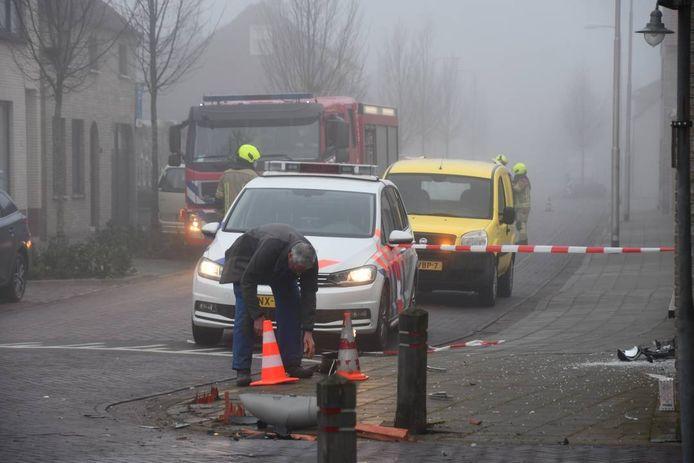 De auto waarin het slachtoffer zat raakte paaltjes en een lantaarnpaal.