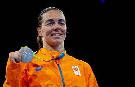 Nouchka Fontijn met haar medaille op de vorige Olympische Spelen.