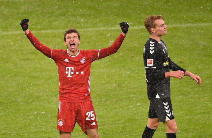 Thomas Müller viert zijn 2-1.