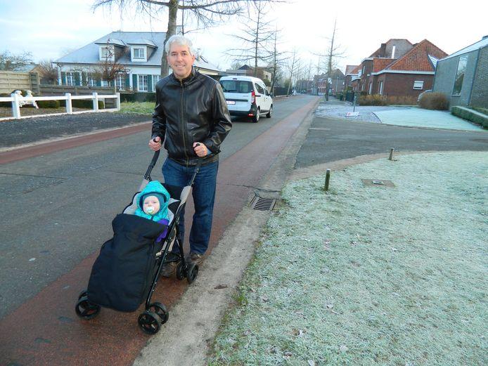 Archiefbeeld: Patrick Bleyenberg ijverde in januari 2019 al voor voetpaden in de Weibroekdreef.
