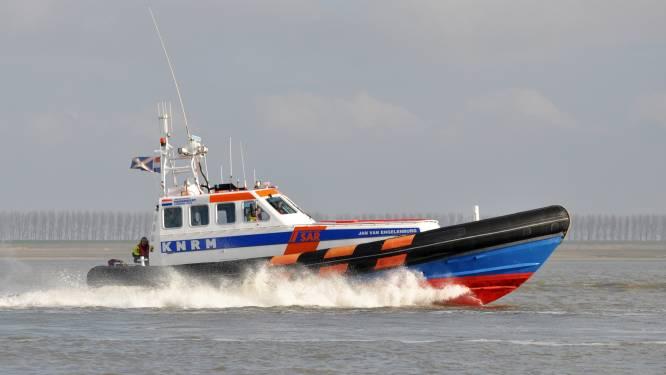Windsurfer vergeet de tijd en wordt door de hulpdiensten uit het water gehaald