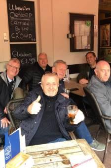 Vrienden van Tottenham Hotspur rekenen op 2-0 en drinken ter voorbereiding nog 'n biertje bij The Pegasus: 'Het voelt alsof we thuis zijn'