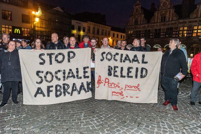 Protest aan de vorige gemeenteraad van Aalst door welzijnsorganisaties.