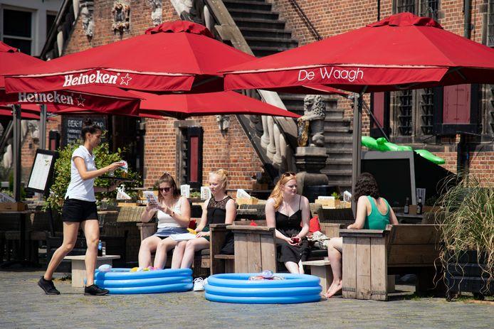 Archieffoto van een terras in Nijmegen.