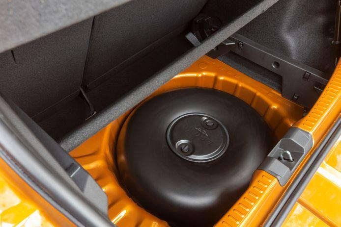 Bij de Bifuel-variant ligt de lpg-tank op de plek van het reservewiel: onder de bagageruimte.