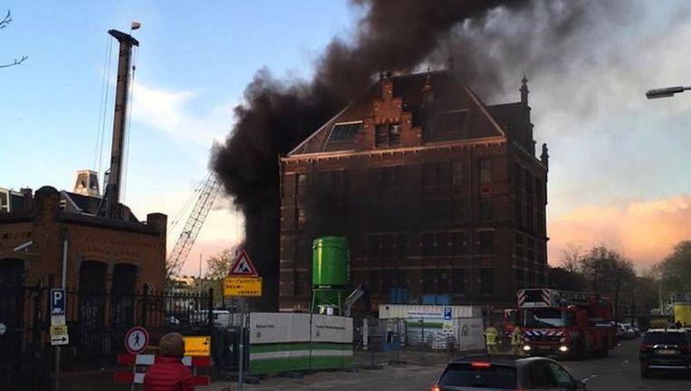De brand in het voormalige gemeentearchief aan de Amsteldijk Beeld Joost Kroon