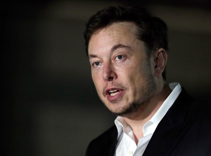 Tesla-topman Elon Musk heeft zich weer in de nesten getwitterd.