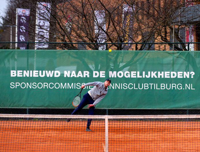 De dertien gravelbanen bij Tennisclub Tilburg zijn vrijwel elke dag volgeboekt. Over uitbreiding wordt ernstig nagedacht.