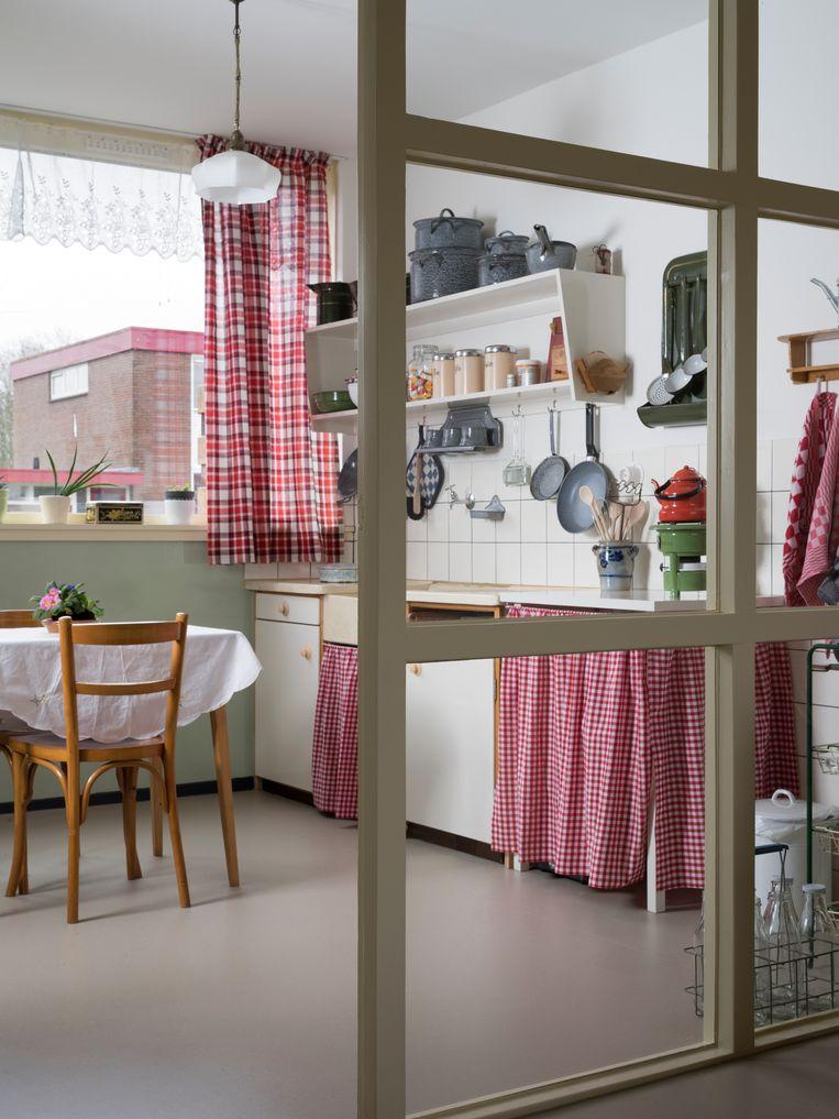 De keuken van de doorzonwoning in Nagele. Beeld Arjan Bronkhorst