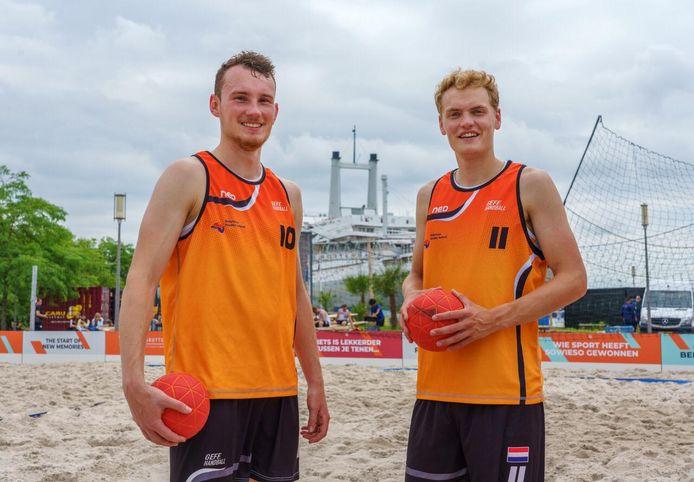 Max Voermans van DFS Arnhem en stadgenoot Sander Broeders (HV Feyenoord) spelen met  Oranje het EK beachhandbal in Bulgarije