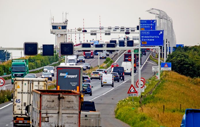 Verkeer op de Haringvlietbrug.