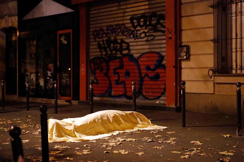Een slachtoffer van de aanslag in Parijs op vrijdag 13 november, 2015. Het assisenproces gaat van start in Parijs. Beeld AP